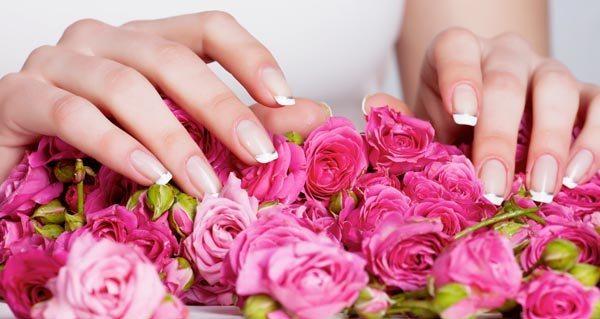 http://womanmirror.ru/wp-content/uploads/2013/10/nogti-i-rozy.jpeg