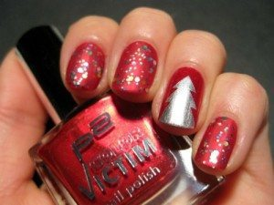 серебряная елка на ногтях