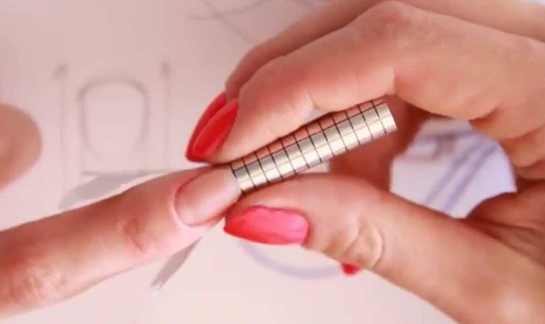 Наращивание ногтей акрилом с дизайном