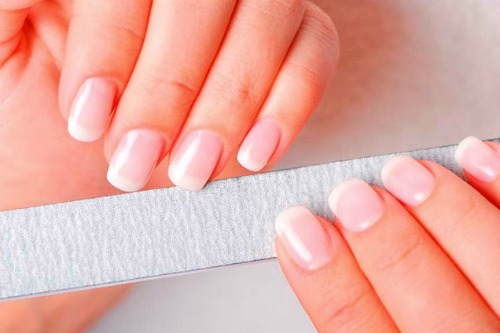 Белые ногти причина