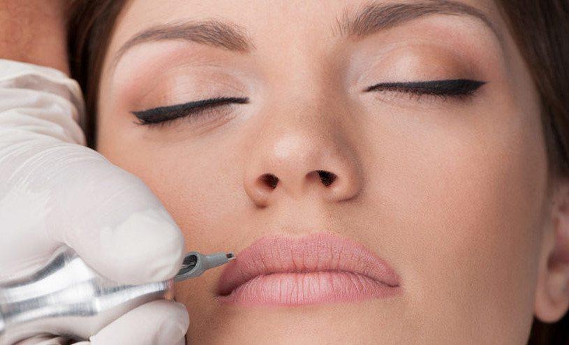 нанесение пигмента на губы