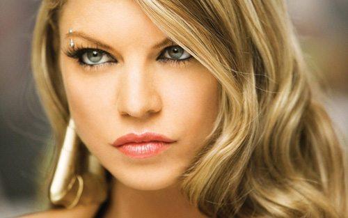 штанга над глазом Fergie