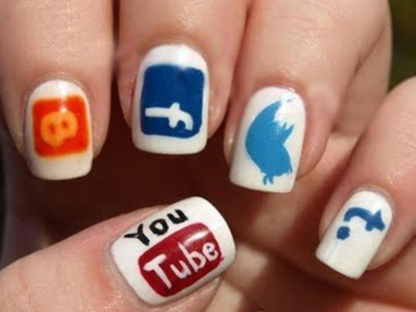 значки на ногтях