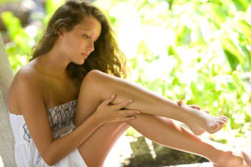 девушка с гладкими ногами