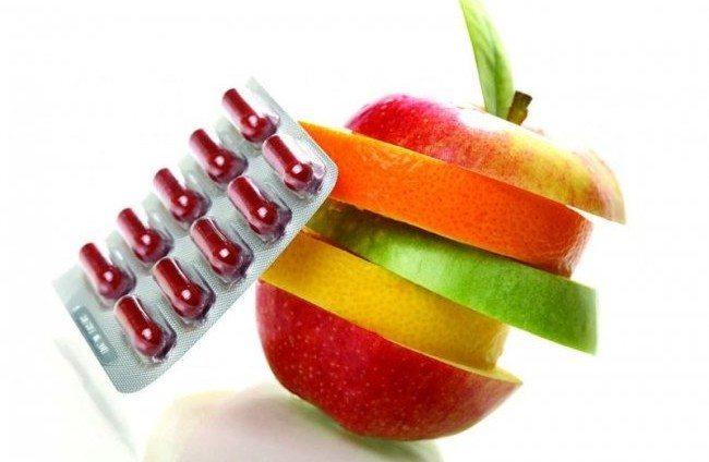 дольки фруктов и таблетки