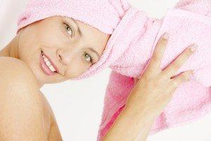 с полотенцем на голове