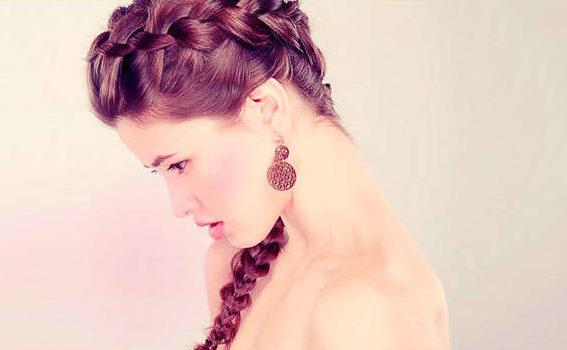 девушка в профиль с косой