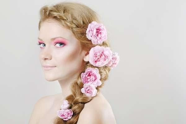 коса с розами