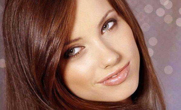 рыжая кросотка с натуральным макияжем