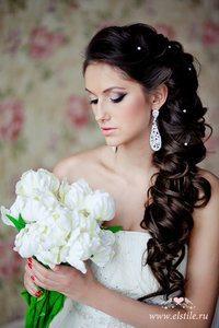 невеста с букетом белых цветов