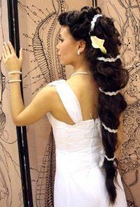 невеста с длинной шевелюрой