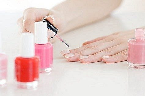 красить ногти во время беременности