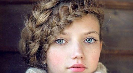 маленькая девочка с косой вокруг головы