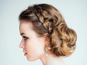 небольшая коса в укладке невесты
