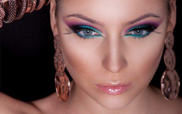 девушка с египетским макияжем
