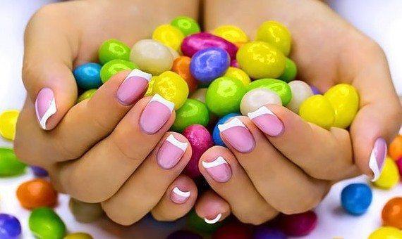 конфеты в ладонях