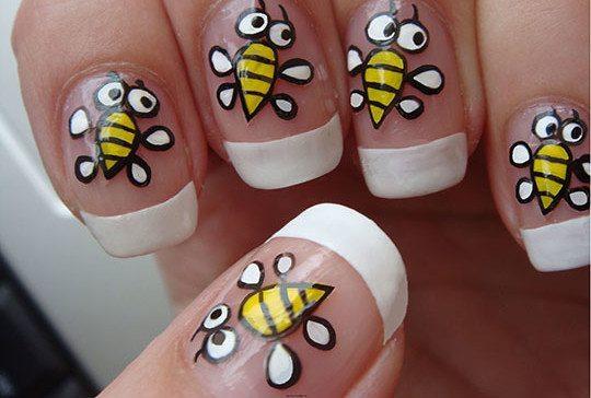 пчелы на ногтях