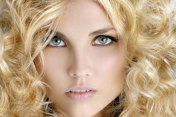 кудрявая блондинка