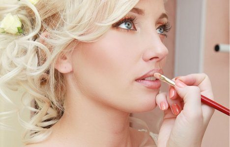 невеста блондинка с зелеными глазами