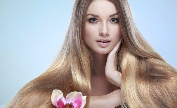 Девушка с русыми гладкими волосами