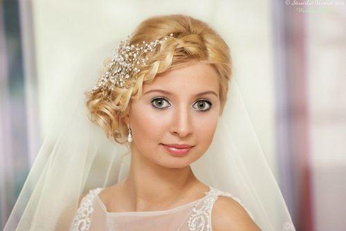 Невеста со светло-зелеными глазами