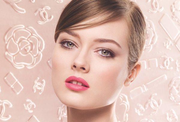 невеста на розовом фоне