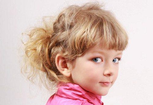 Девочка в розовой кофте