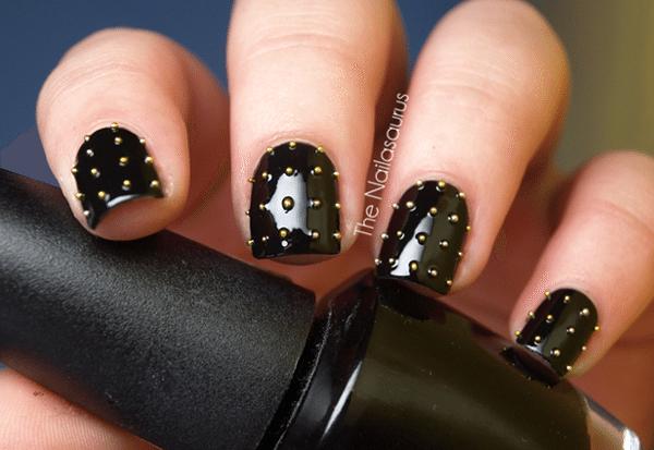 ногти с золотыми стразами