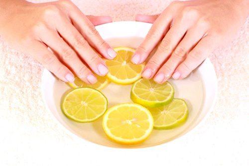 миска с лимоном