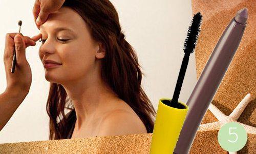 водостойкая тушь и карандаш в макияже на пляж