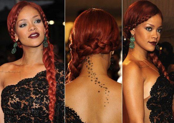 Поп звезда Риана с красными волосами