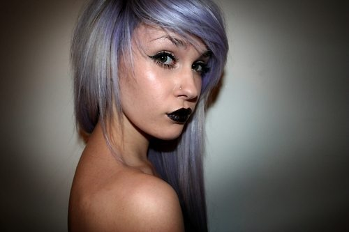 девушка с черными губами