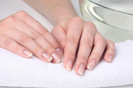 прозрачный лак на ногтях
