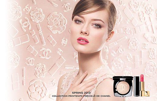 модель сидеальным макияжем