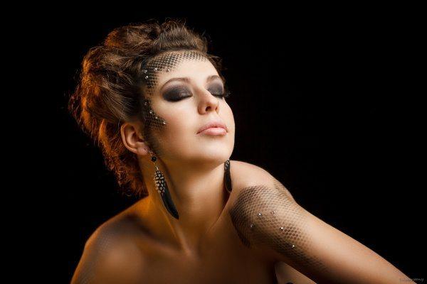 фантазийный make up в темных тонах