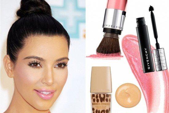 Ким с макияжем в розовых тонах