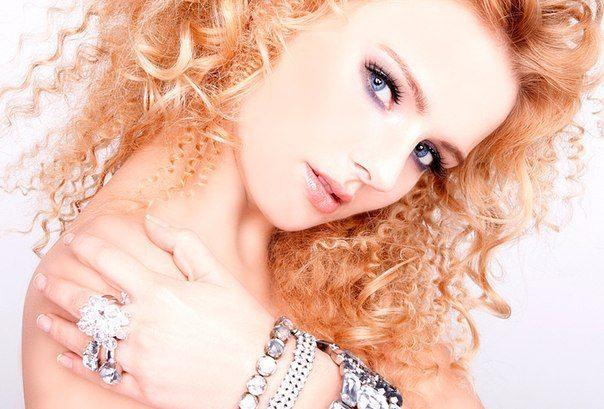 голубоглаза красавица с милым make up