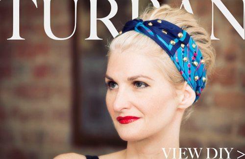 синяя повязка на голове