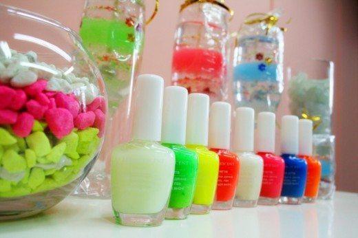 флакончики с жидкостью разного цвета
