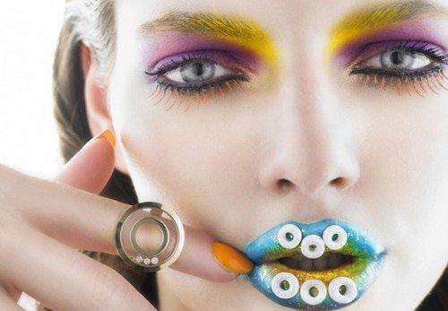 необычный макияж в ярких тонах
