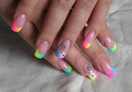 разноцветная линия улыбки на ногтях