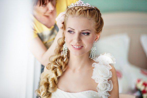 милая невеста блондинка