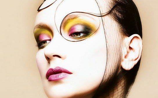 девушка с необычным make up