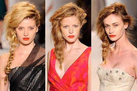 три симпатичных модели на показе мод
