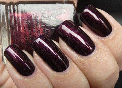 бордовый лак на ногтях