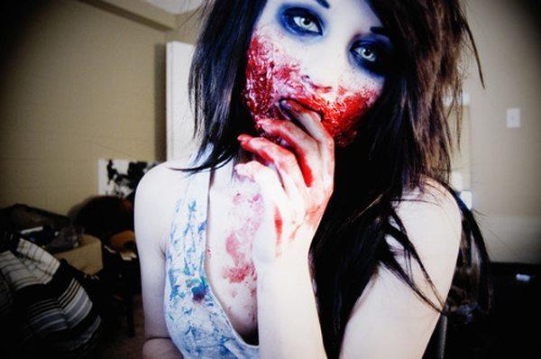 девушка с зомби макияжем на Хеллоуин