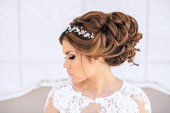 невеста в кружевном платье
