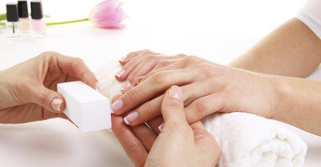 шлифовка ногтей перед мокрым маникюром