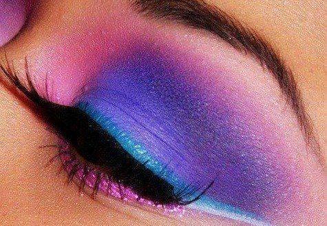 яркий фиолетово- розовый макияж глаз