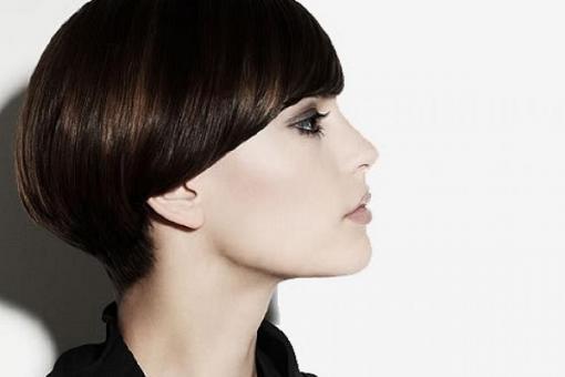 гладкая укладка на короткие волосы